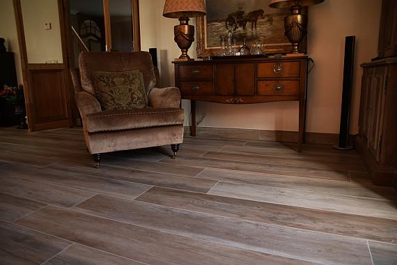 Een klassieke uitstraling met houtlook vloertegel