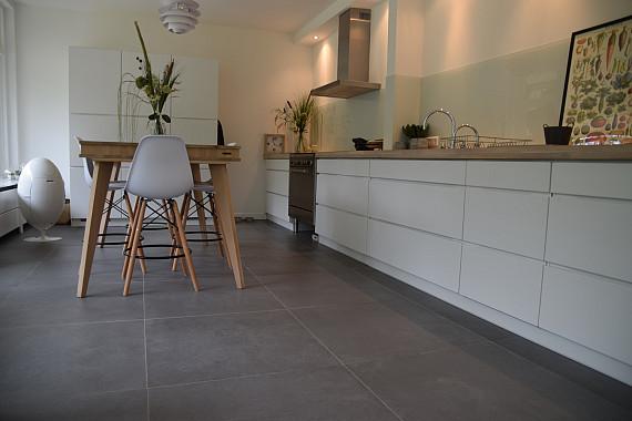 creëer meer ruimte met vierkante keramische tegels